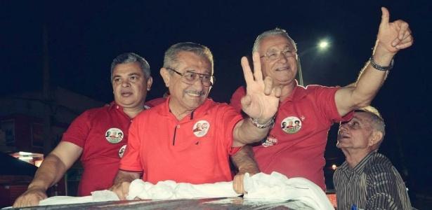 José Maranhão (PMDB), à frente, durante campanha para o Senado pela Paraíba