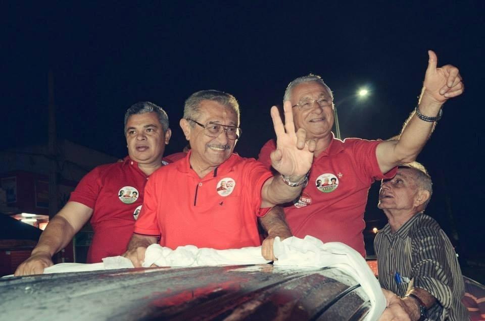 25.set.2014 - Candidato ao Senado pela Paraíba, José Maranhão (PMDB), faz carreata pelos municípios do sertão, incluindo Araruna