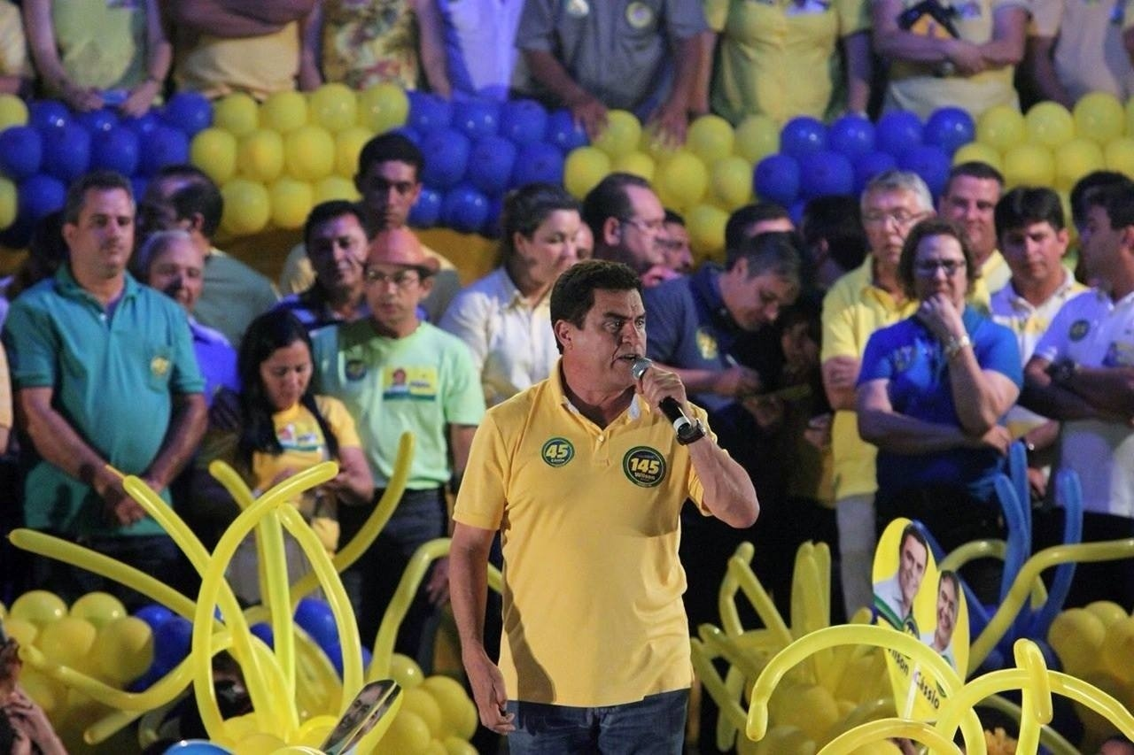 23.set.2014 - Candidato ao Senado pela Paraíba, Wilson Santiago (PSDB) realiza comício nos municípios de Guarabira e Mari