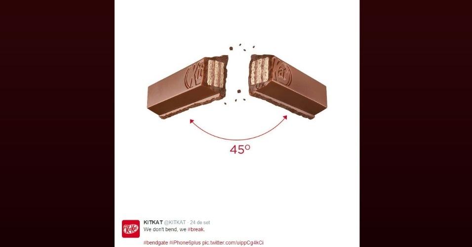 """KitKat (2014). Até a marca de chocolate brincou com o fato de alguns iPhones 6 Plus ficarem tortos ao deixá-los no bolso. O perfil postou: """"Nós não entortamos. Nós partimos [o chocolate]"""""""