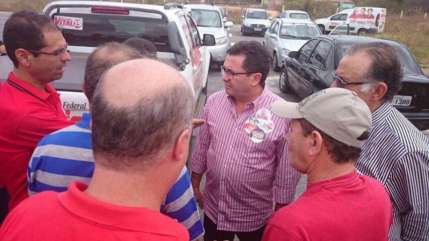 13.set.2014 - Senador Vital do Rêgo que concorre ao governo da Paraíba pelo PMDB visita a feira de Itaporanga