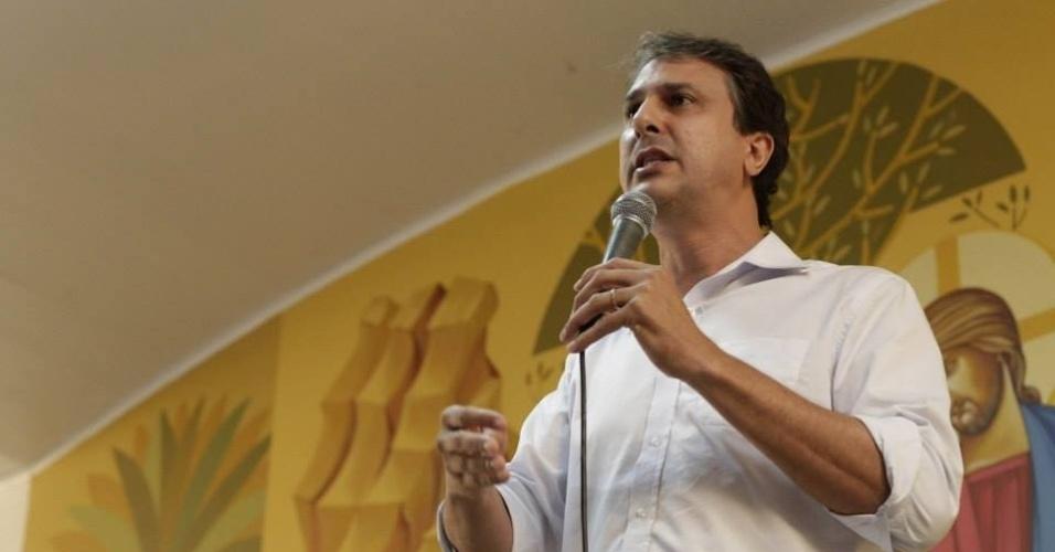 20.ago.2014 - O candidato ao governo do Ceará pelo PT, Camilo Santana, participa de debate na Arquidiocese de Iguatu