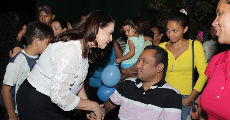 23.set.2014 - A candidata ao governo de Roraima Suely Campos (PP), cumprimenta apoiadores durante campanha eleitoral em Boa Vista