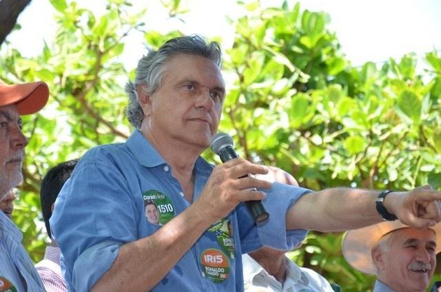 23.set.2014 -O deputado Ronaldo Caiado (DEM), candidato ao Senado por Goiás, faz campanha na cidade de Itajá