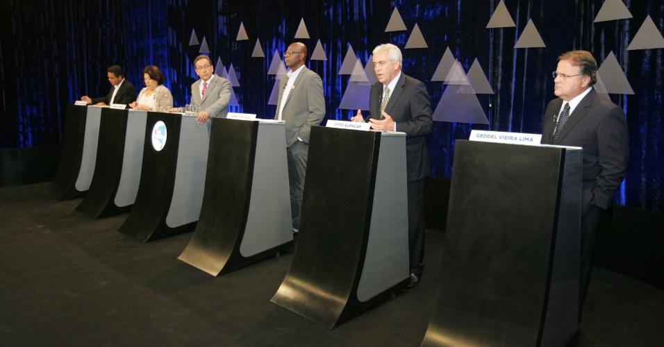 26.set.2014 - Candidatos ao Senado pela Bahia participam de debate promovido pelos grupos A Tarde, Métropole e TV Aratu, na sede da Aratu, em Salvador (BA), nesta sexta-feira