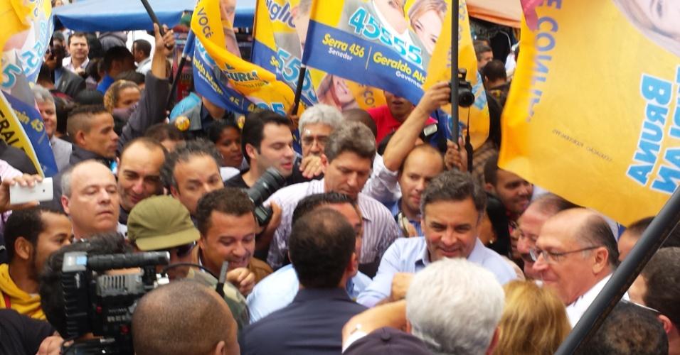 27 set/2014 - Aécio Neves (PSDB) faz campanha em Osasco (SP)