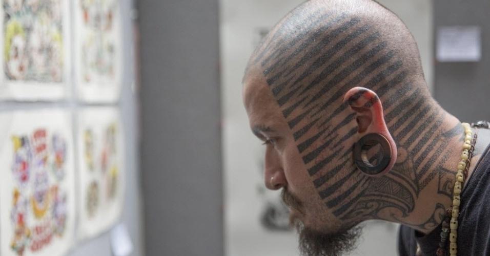 27.set.2014 - Homem exibe tatuagens na cabeça durante a 10ª Convenção Internacional de Tatuagem, em Londres, Inglaterra