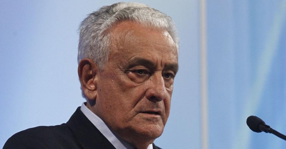 27.set.2014 -  O candidato do PSB ao governo de Minas Gerais, Tarcísio Delgado, participou de debate promovido pela Rede Record em Belo Horizonte (MG), na noite desta sexta