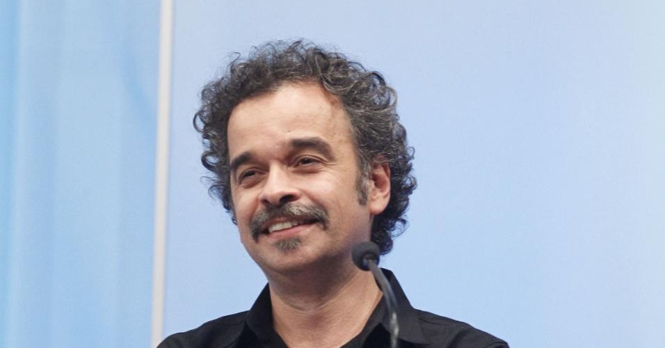 27.set.2014 -  O candidato do PSOL ao governo de Minas Gerais, Fidelis Alcântara, participou de debate promovido pela Rede Record em Belo Horizonte (MG), na noite desta sexta