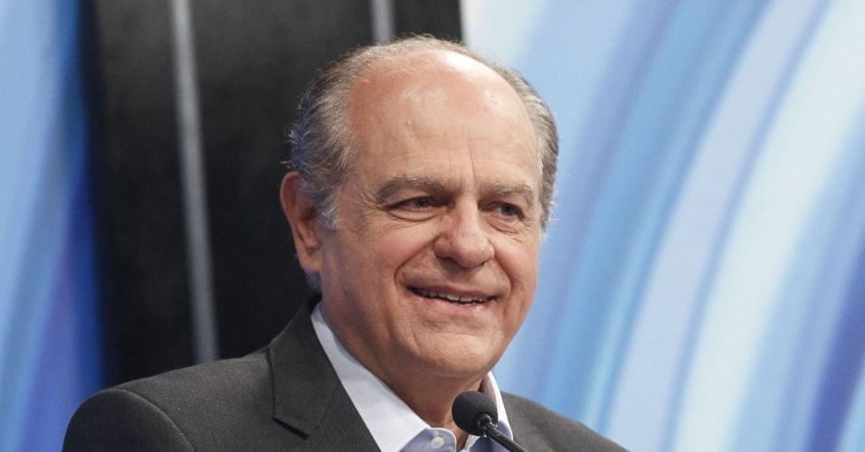 27.set.2014 -  O candidato PSDB ao governo de Minas Gerais, Pimenta da Veiga, participou de debate promovido pela Rede Record em Belo Horizonte (MG), na noite desta sexta