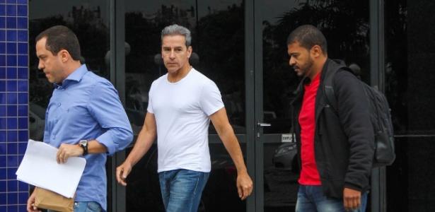 O ex-senador Luiz Estevão ao chegar à Superintendência da PF em SP