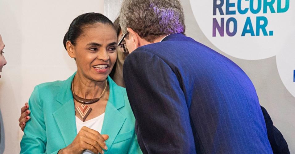 28.set.2014 - A candidata à Presidência Marina Silva (PSB) chega aos estúdios da TV Record, em São Paulo, para participar de debate eleitoral na noite deste domingo