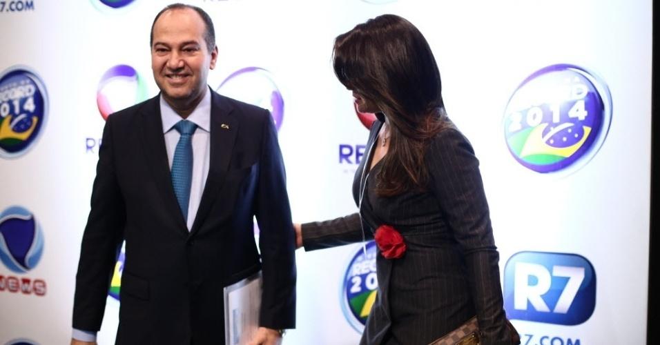 28.set.2014 - O candidato à Presidência Pastor Everaldo (PSC) chega aos estúdios da TV Record, em São Paulo, para participar de debate eleitoral na noite deste domingo