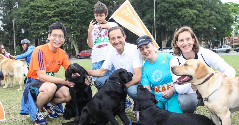 28.set.2014 -O candidato ao governo de São Paulo pelo PMDB, Paulo Skaf, faz campanha no parque do Ibirapuera, zona sul de São Paulo. A eleição ocorre daqui uma semana