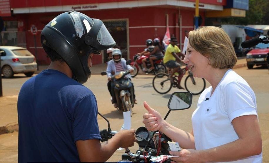 18.set. 2014 - A candidata ao governo de Rondônia Jaqueline Cassol (PR), irmã do senador Ivo Cassol, faz campanha em Porto Velho