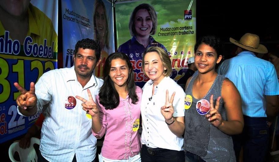 23.set.2014 - A candidata ao governo de Rondônia Jaqueline Cassol (PR) faz campanha em Alvorada do Sul, no interior do Estado