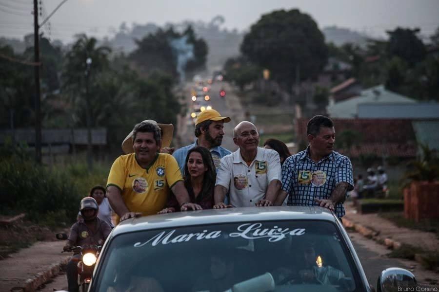 25.set.2014 - O candidato à reeleição em Rondônia, governador Confúcio Moura (PMDB), faz campanha em carreata pelas cidades de Alto Alegre, Alta Floresta, Santa Luzia, Mirante da Serra e Urupá