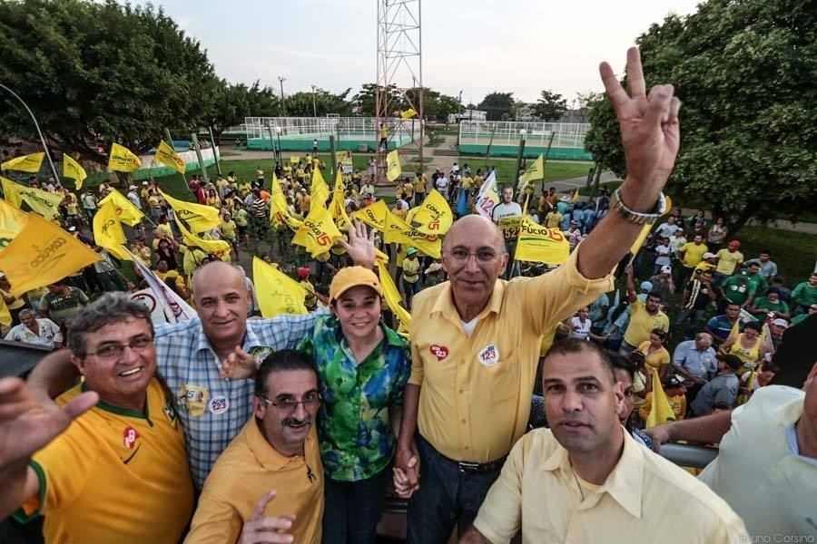 24.set.2014 - O candidato à reeleição em Rondônia, governador Confúcio Moura (PMDB), faz campanha em Ariquemes, no interior do Estado