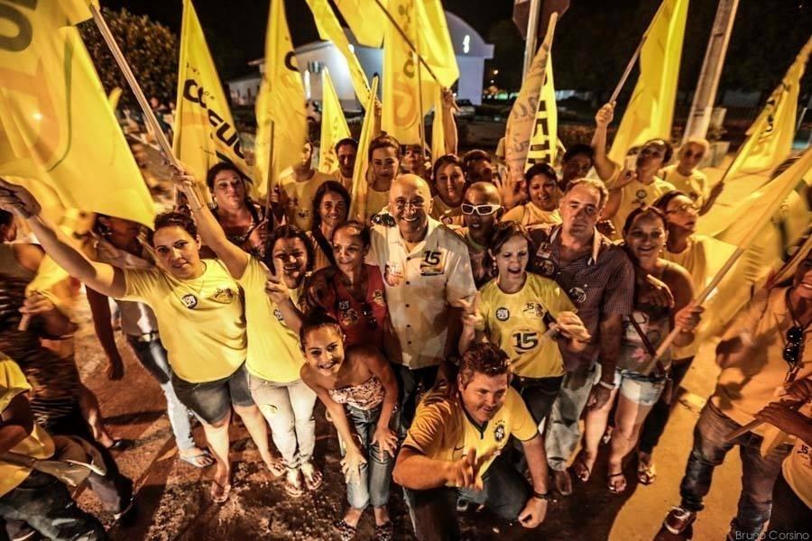 25.set.2014 - O candidato à reeleição em Rondônia, governador Confúcio Moura (PMDB), faz campanha no interior do Estado