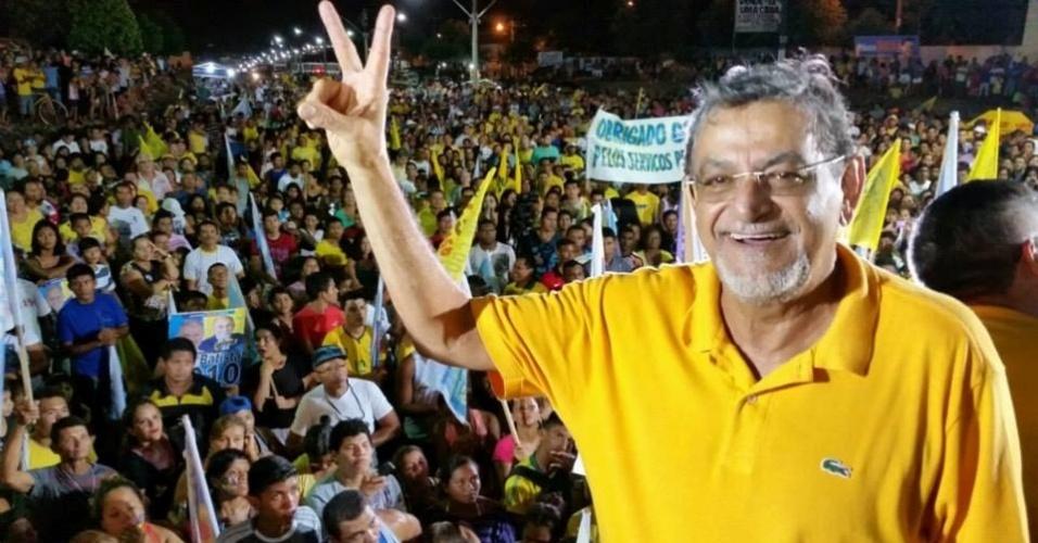14.set.2014 - O senador e candidato à reeleição Mário Couto (PSDB) participa de comício em Salinas (PA). O candidato é conhecido pelo temperamento forte -com frequência, se envolve em bate-bocas e já subiu ao plenário para chamar os colegas de ladrões-, e é um dos críticos mais severos ao PT no Senado