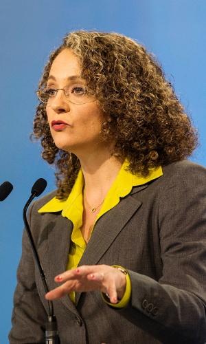 28.set.2014 - A candidata à Presidência Luciana Genro (PSOL) participa de debate promovido pela TV Record, neste domingo