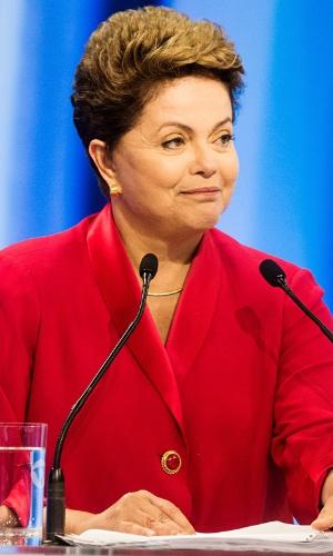 28.set.2014 - A candidata à reeleição, presidente Dilma Rousseff (PT) participa de debate promovido pela TV Record, neste domingo