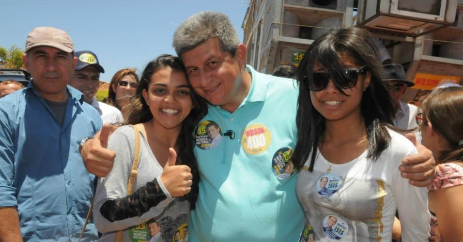 28.set.2014 - O candidato do PMDB ao governo do Estado do Piauí, Zé Filho, faz campanha na cidade de Queimada Nova (PI), neste domingo