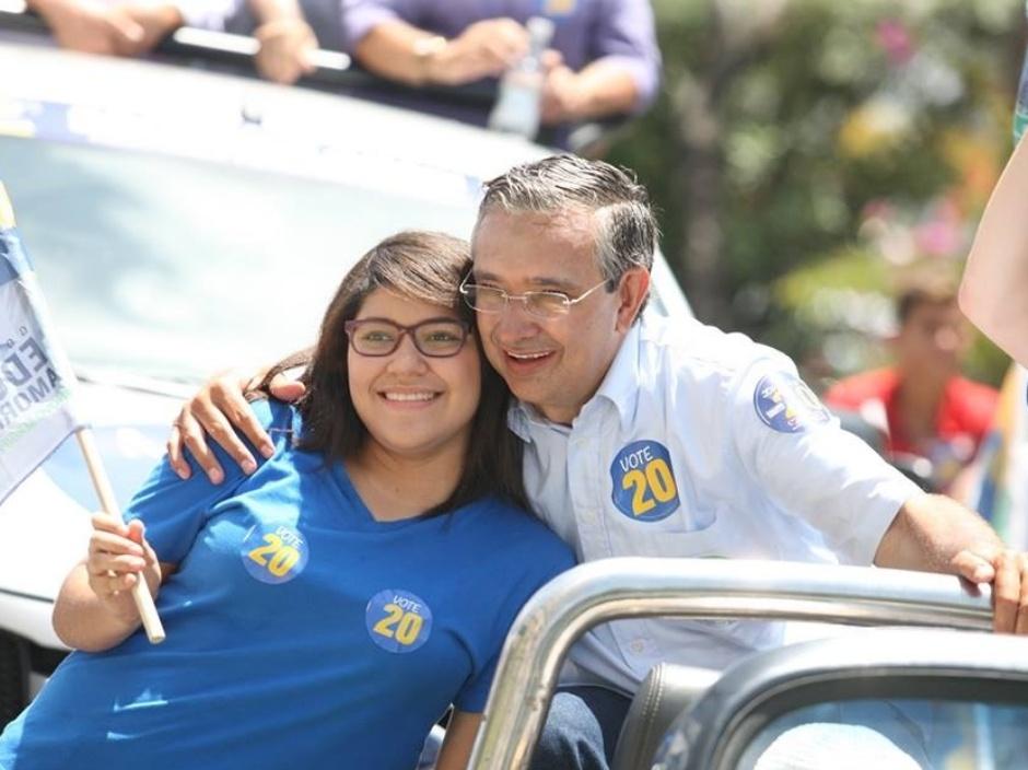 28.set.2014 - O candidato do PSC ao governo do Estado de Sergipe, Eduardo Amorim, faz campanha em Aracaju, neste domingo