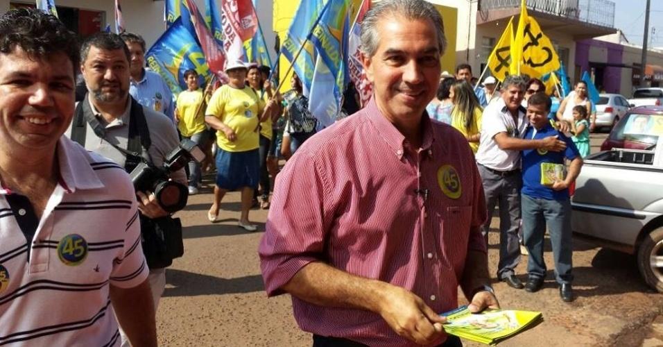 29.set.20124 - Candidato do PSDB ao governo de Mato Grosso do Sul, Reinaldo Azambuja faz campanha nas ruas da cidade de Coxim (MS)