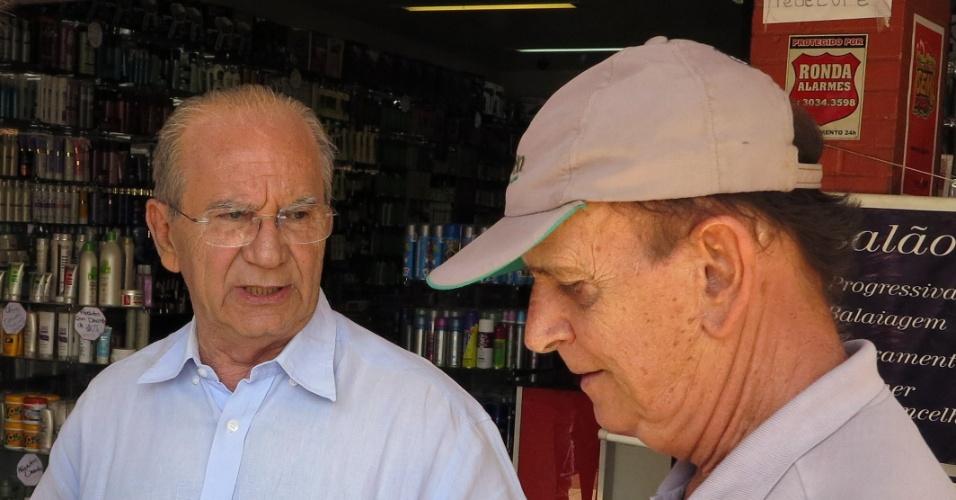29.set.2014 - Jofran Frejat (PR), candidato ao governo do Distrito Federal, faz campanha na região administrativa do Guará (DF)
