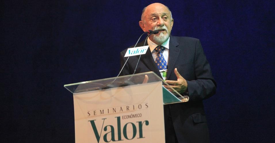 29.set.2014 - O candidato do PSDB ao governo do Pará, Simão Jatene, participa de encontro aberto ao público promovido pelo jornal Valor Econômico, na sede da Fiepa (Federação das Indústrias do Pará), em Belém