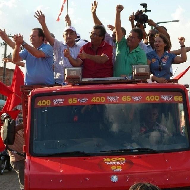 13.set.2014 - O candidato do PSB ao Senado pelo Maranhão, Roberto Rocha, participa de carreata em Paraibano