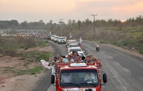 26.set.2014 - O candidato ao governo de Tocantins Marcelo Miranda (PMDB) participa de carreata na cidade de Augustinópolis