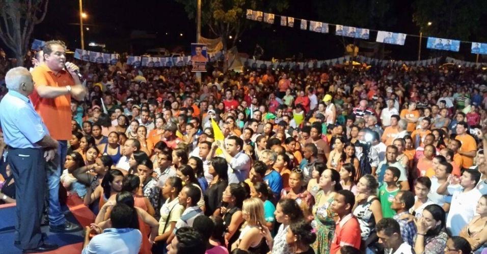 29.set.2014 - O candidato do Solidariedade ao Senado pelo Tocantins, Eduardo Gomes, participou de comício no município de Araguatins