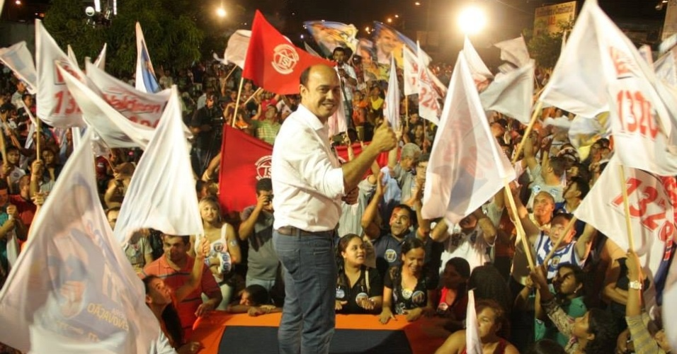 29.set.2014 - O governador do Tocantins e candidato ao governo pelo Solidariedade, Sandoval Cardoso participa de comício no bairro de Jardim Taquari, em Palmas