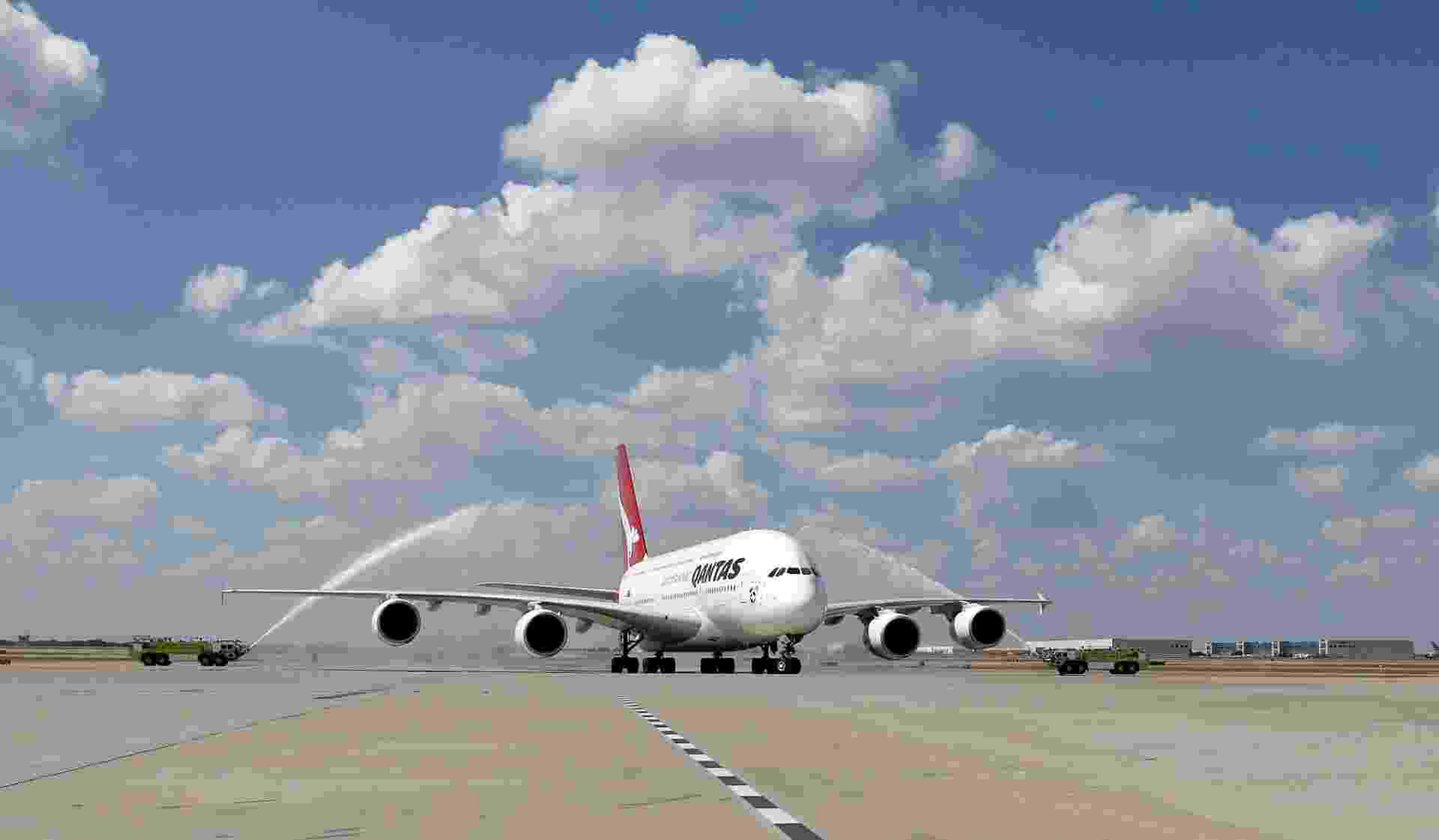 O Airbus A380, maior avião comercial do mundo, começou a operar a rota entre Sydney, na Austrália, e Dallas/Fort Worth, nos Estados Unidos. Antes, o trajeto era feito pela Qantas Airlines em um Boeing 747 - Divulgação/Qantas Airlines