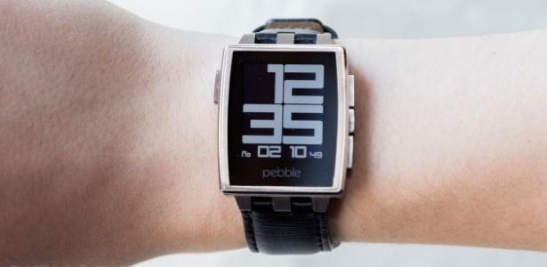 Smartwatch Pebble; empresa foi vendida para a Fitbit