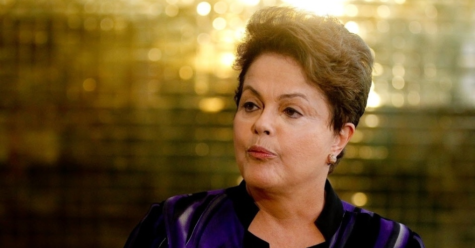 1º.out.2014 - A candidata à reeleição, presidente Dilma Rousseff (PT), concede entrevista coletiva. Dilma decidiu descansar e se reunir com ministros e coordenadores de campanha nesta quarta-feira