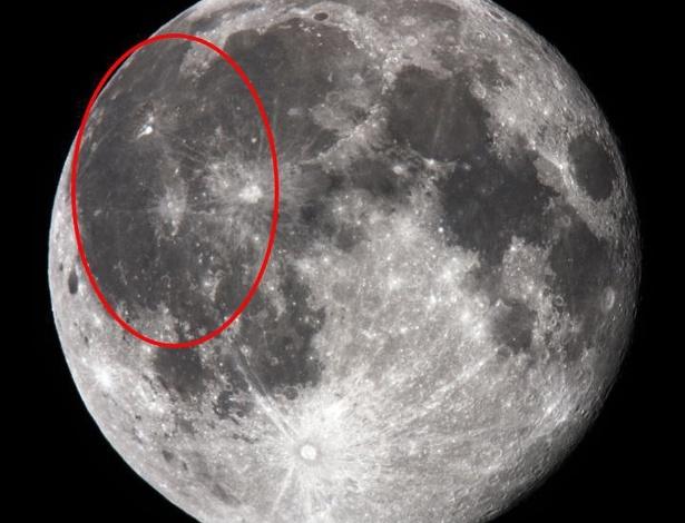 """Chamada de Oceanus Procellarum - o """"oceano das tormentas"""", como é conhecida pelos observadores dos céus - a cratera teria surgido após uma erupção vulcânica, segundo novos estudos - Wikimedia Commons/wikipedia"""
