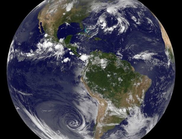 Imagem de satélite da Nasa (agência espacial americana) mostra uma visão ocidental da Terra vista do espaço - Nasa/AFP