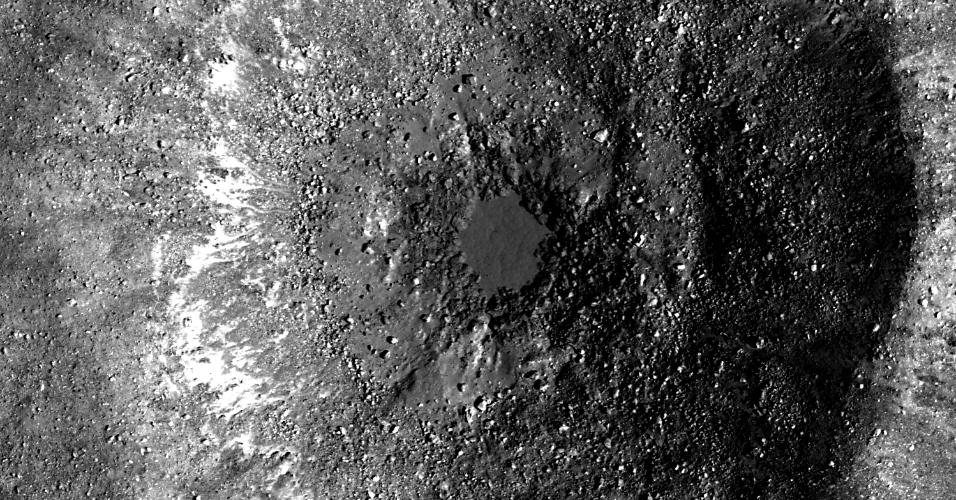 1.out.2014 - Imagem feita Nasa mostra a bacia lunar Oceanus Procellarum, na Lua