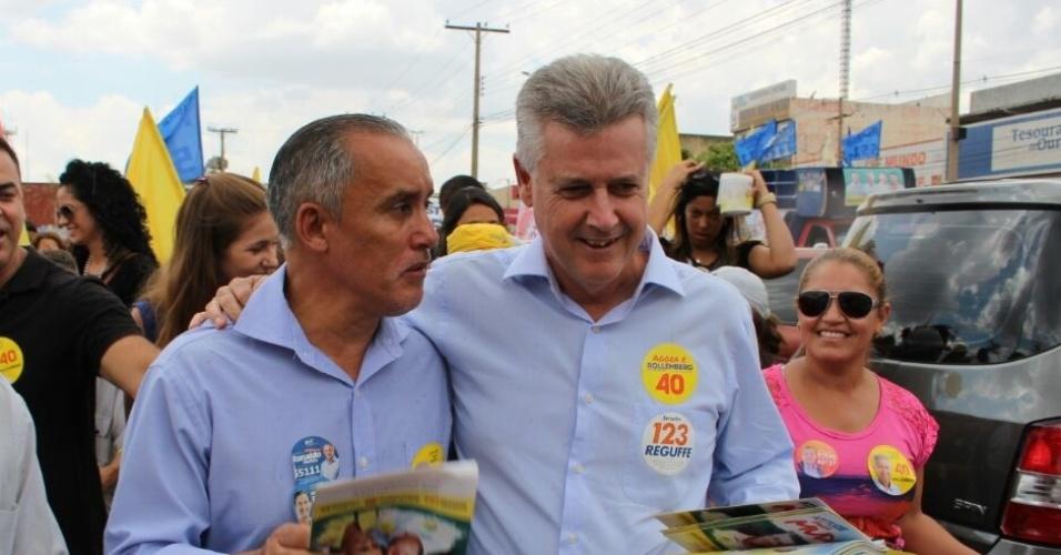 1º.out.2014 - O candidato a governador do Distrito Federal, Rodrigo Rollemberg (PSB), faz caminhada na Comercial do Recanto das Emas