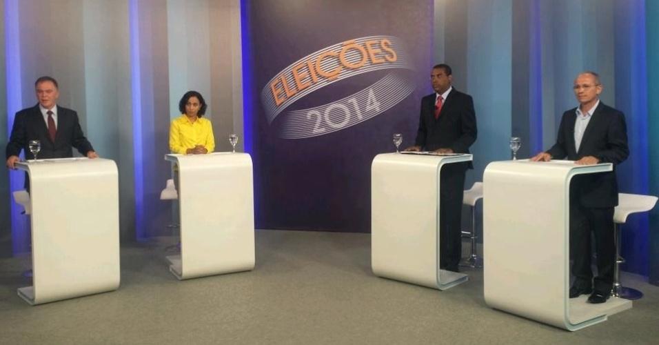 30.set.2014 - Os quatro principais candidatos ao governo do Espírito Santo participaram na noite desta terça-feira (30) do debate promovido pela