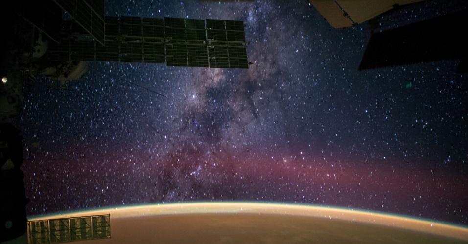 1º.out.2014 - VIA LÁCTEA VISTA DO ESPAÇO - O astronauta da Nasa (agência espacial americana), Reid Wiseman, capturou uma imagem da Via Láctea vista da Estação Espacial Internacional. Atualmente, seis pessoas estão a bordo da estação