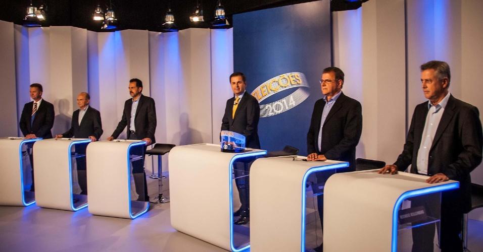 30.set.2014 - Os principais candidatos ao governo do Distrito Federal se reúnem em estúdio momentos antes do último debate do primeiro turno, promovido pela Rede Globo em Brasília