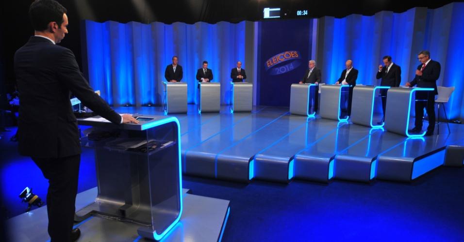 30.set.2014 - Candidatos a governador Laércio Benko (PHS), Geraldo Alckmin (PSDB), Walter Ciglioni (PRTB), Gilberto Maringoni (PSOL), Gilberto Natalini (PV) e Alexandre Padilha (PT) participam de debate na