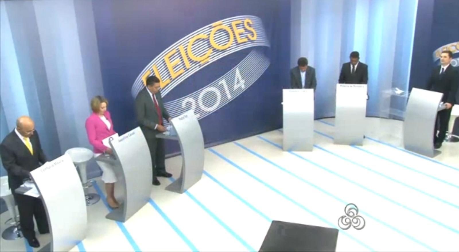 30.set.2014 - Candidatos ao governo de Rondônia participaram de debate realizado pela TV Rondônia, afiliada da Rede Globo, nesta terça-feira (30). Debateram Confúcio Moura (PMDB), Expedito Júnior (PSDB), Jaqueline Cassol (PR), Padre Ton (PT) e Pimenta de Rondônia (PSOL)