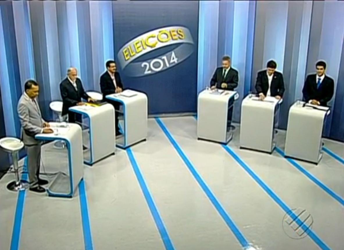 30.set.2014 - Candidatos ao governo do Pará participam de debate realizado pela TV Liberal, no Pará, nesta terça-feira (30). Participaram Simão Jatene (PSDB), Helder Barbalho (PMDB), Marco Carrera (PSOL), Elton Braga (PRTB) e Zé Carlos (PV)