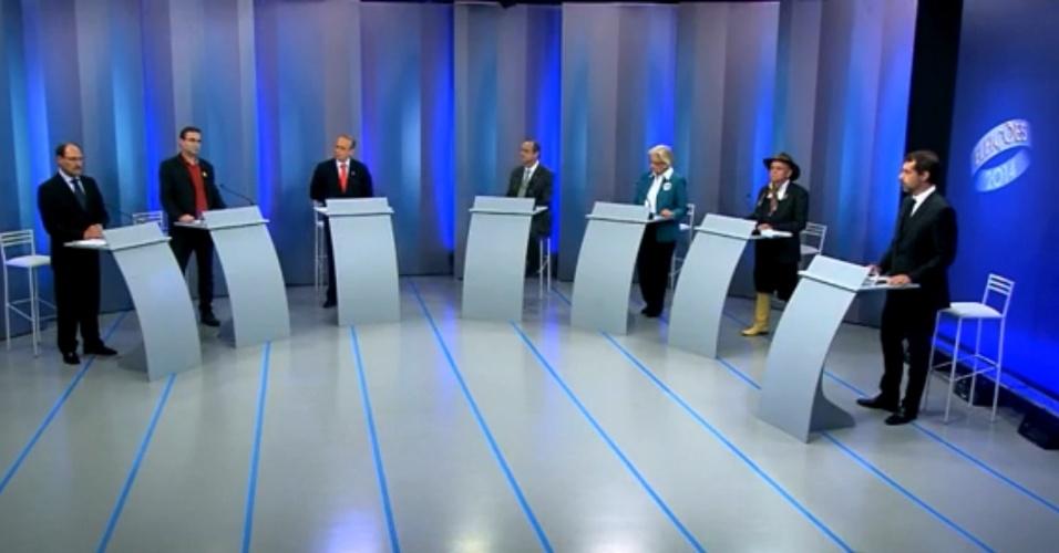30.set.2014 - Candidatos ao governo do Rio Grande do Sul participaram de debate realizado pela RBS TV, afiliada da Rede Globo, nesta terça-feira (30). Debateram Ana Amélia Lemos (PP), Estivalete (PRTB), José Ivo Sartori (PMDB), Roberto Robaina (PSOL), Tarso Genro (PT) e Vieira da Cunha (PDT)