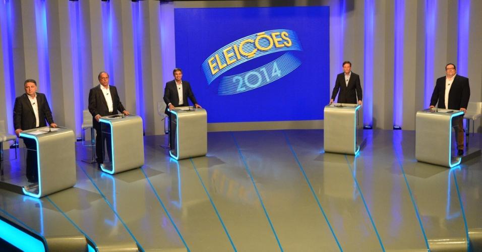 30.set.2014 - Da esquerda para a direita, os candidatos ao governo do Rio de Janeiro Anthony Garotinho (PR), Luiz Fernando Pezão (PMDB), Lindberg Farias (PT), Marcelo Crivella (PRB), e Tarcísio Motta (PSOL) participam de debate nos estúdio da TV Globo, no Rio de Janeiro, nesta terça-feira (30)